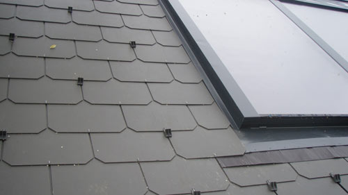 schindeldach decken dach decken mit bitumenschindeln bitumenschindeln die bitumenbahn. Black Bedroom Furniture Sets. Home Design Ideas